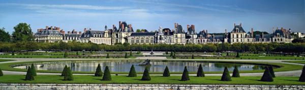 Fontainebleau castle.png
